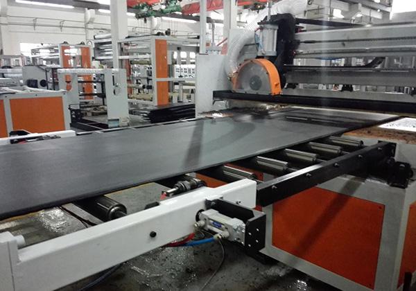 塑料中空建筑模板生產線工藝流程