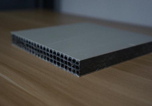 一種新型塑料中空建筑模板生產機器工藝流程