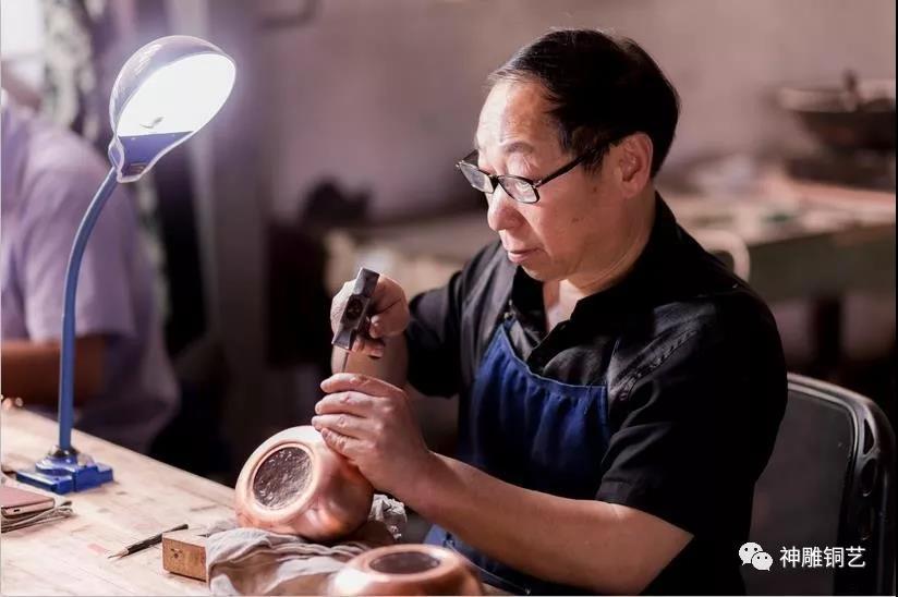 """永康有个铜艺世家,花了200余年打造了一块名为""""匠心""""的招牌……"""