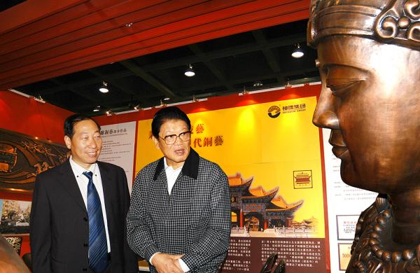 全国人大常委会副委员长李铁映参观神雕