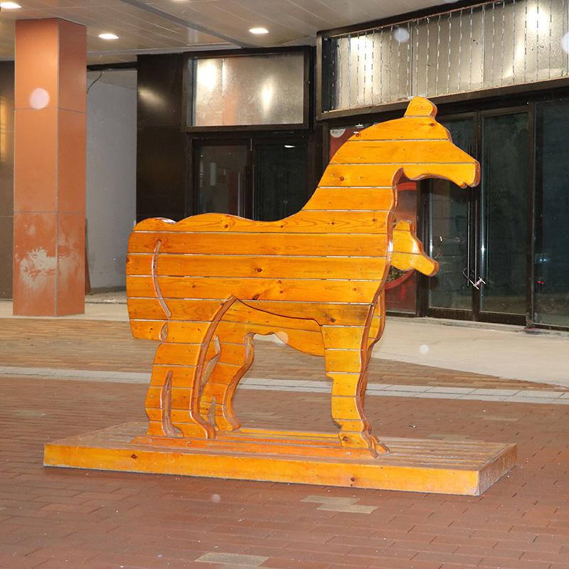 抽象馬雕塑