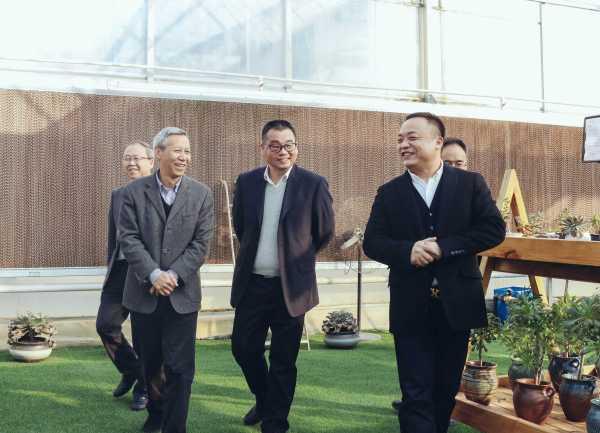 浙江省農業農村廳副廳長吳金良,產業處長朱勇軍帶隊走訪我司普園花卉項目現場