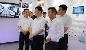 奔腾资讯 临沂市市长孟庆斌一行考察奔腾激光山东公司