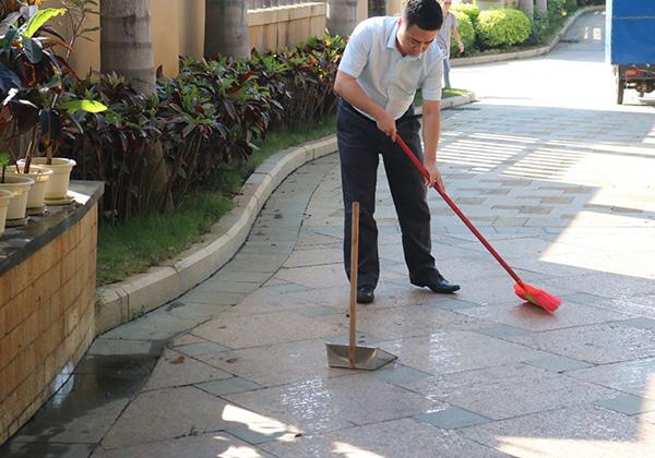 """三亚信投开展""""新一轮环境卫生搬家式大扫除""""活动"""
