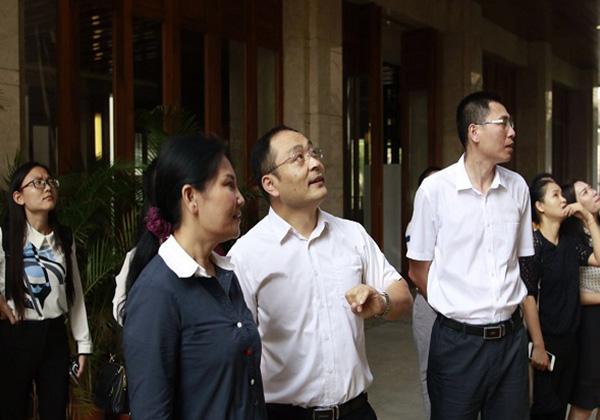 """三亚市副市长许振凌考察三亚云港互联网创业基地为""""农村淘宝""""选址"""
