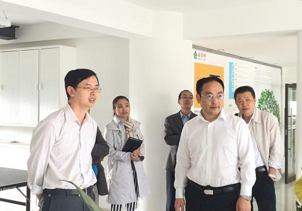 市科工信局刘冲局长到云港园区及信投公司调研并现场座谈