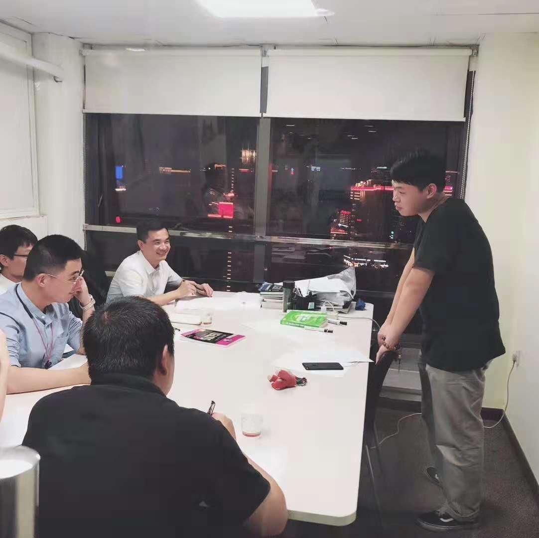 公司對員工進行商務英語培訓